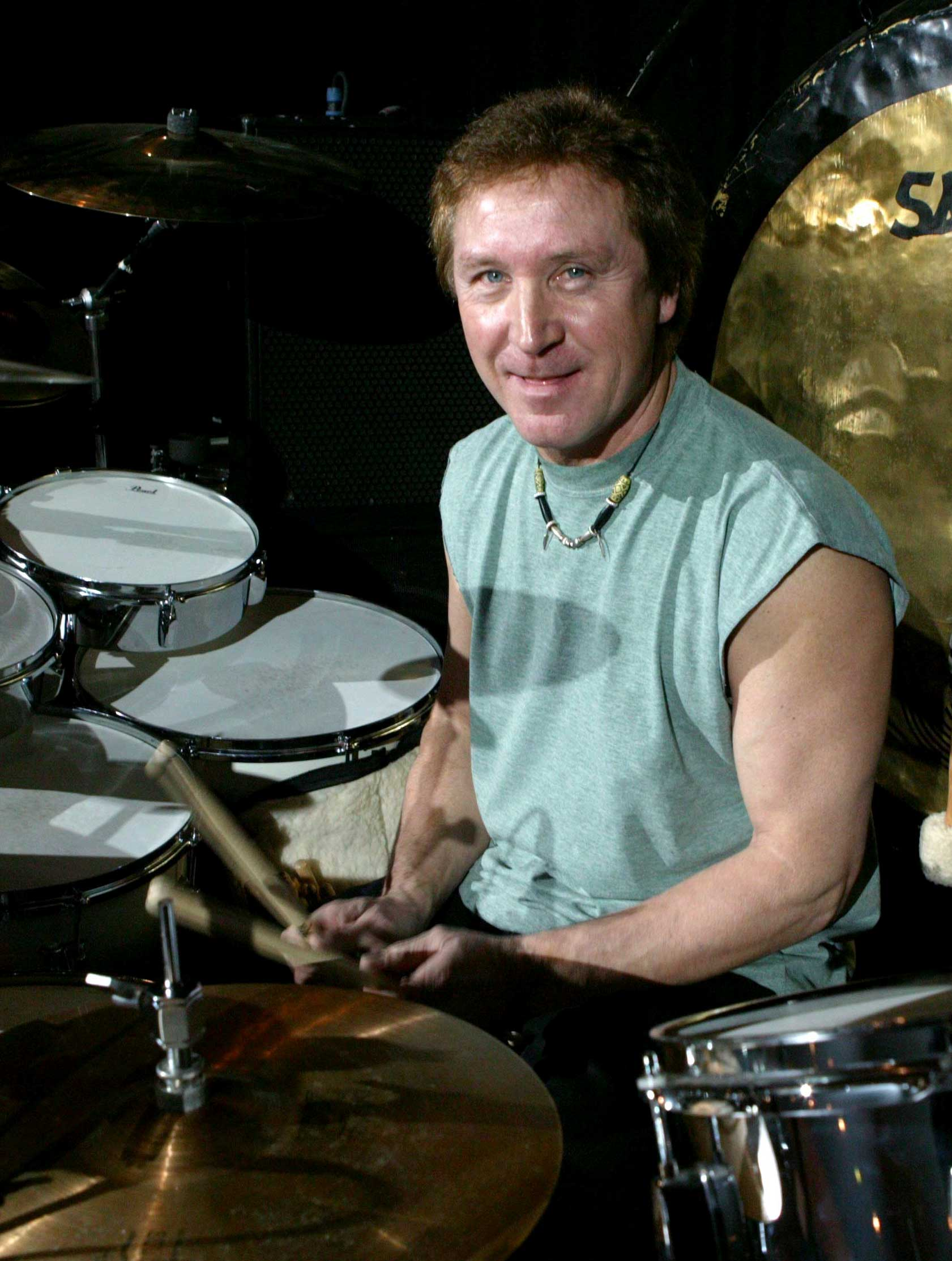 Kenney Jones playing with the Jones Gang